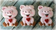 Pigs for Valentine's Day. Cutter from horse sugar decor Pig Cookies, Iced Sugar Cookies, Cute Cookies, Cupcake Cookies, Valentines Day Cakes, Valentine Cookies, Christmas Cookies, Piggy Cake, Cookie Crush