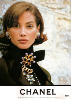 Christy for Chanel, by Karl Lagerfeld, 1991 - I love her hair! (dpck) Christy for Chanel, by Karl Lagerfeld, 1991 - I love her hair! Christy Turlington, Moda Vintage, Vintage Vogue, Vintage Fashion, Chanel Couture, Chanel Fashion, 90s Fashion, Fashion Hair, Style Fashion