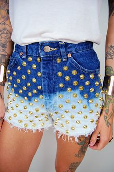 dip dye shorts with gold studs. Dip Dye Shorts, Only Fashion, Emo Fashion, I Love Fashion, Studded Shorts, Studded Denim, High Waisted Shorts, Casual Shorts, Denim Shorts