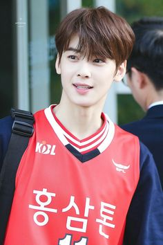 I'm not an Astro fan hahaha sorry but I really loving MJ carachter who Eunwo rolled in the best hit Asian Actors, Korean Actors, Park Jin Woo, Cha Eunwoo Astro, Astro Wallpaper, Lee Dong Min, Sanha, Ulzzang Boy, Korean Celebrities