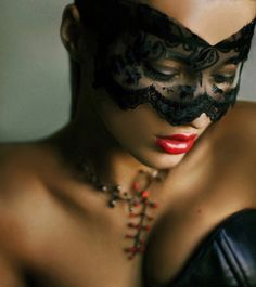 Beautiful colorful pictures and Gifs: Mask photos-Antifaz fotografias Mask Girl, Lace Mask, Beautiful Mask, Masquerade Party, Masquerade Masks, Masquerade Makeup, Belle Photo, Portrait Photography, Gothic Photography