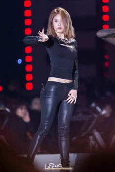 Chest Cut Out Top with Leather Pants Fashion of T-ara Jiyeon in Number Nine