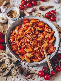 A simple, tasty and quick recipe for pasta all 'arrabbiata. This spicy Italian tomato sauce can be prepared spicy or milder. Penne all 'Arrabbiata - Bianca Zapatka Quick Recipes, Pasta Recipes, Appetizer Recipes, Dinner Recipes, Lasagna Recipes, Sauce Recipes, Italian Tomato Sauce, Vegetarian Recipes, Healthy Recipes