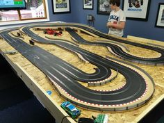 Pin by mike lounsbury on slot layouts Ho Slot Cars, Slot Car Racing, Slot Car Tracks, Race Cars, Videos Fun, Car Videos, Las Vegas, Le Mans, Grand Prix
