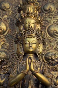 Chenrezig, Avalokiteshvara. Buddha of infinite compassion, who sees all suffering beings and with many hands, comes to their aid.