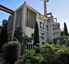 In 1973 Spanish architect Ricardo Bofill stumbled upon a cement factory in Catalonia, Spain, an enormous compound of silos and buildings that covered nearly two and a half miles of underground tunnels. Bofill decided to buy The World War I era structure and its grounds, making modifications to the original structure in order to create […]