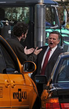 Robin Williams Gives Great Angry Face