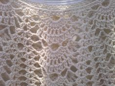Esta preciosa túnica está tejida en hilo de algodón fino con agujas 3 1/2. Éste es un detalle del punto: Y acá está el patr...