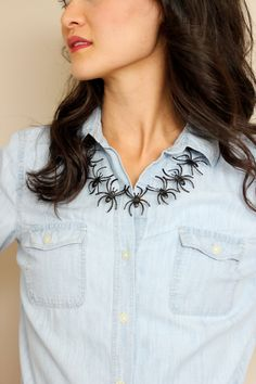 Make this simple spider necklace for Halloween using plastic spider rings!
