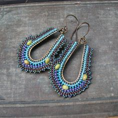 http://windyriver.tumblr.com/post/98998435931/art-deco-inspired-hoop-earrings-seed-beads-nymo