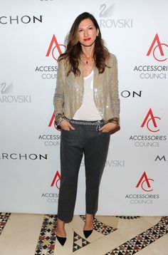 Jenna Lyons Been Wearing Lately? Along with boyfriend jeans, Lyons and J.Crew were at the cutting edge of bringing sequins into daytime.Along with boyfriend jeans, Lyons and J.Crew were at the cutting edge of bringing sequins into daytime. Anna Dello Russo, Isabella Blow, Capsule Wardrobe, J Crew Style, My Style, Business Outfit Damen, Business Outfits, Jenna Lyons, Estilo Olivia Palermo