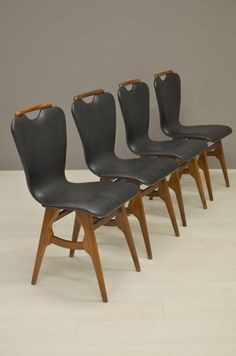 60's stoelen met zwarte skai/60's chairs with black vinyl