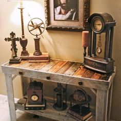 Handmade, trendy, sofa/entry table made from reclaimed pallets. Join the pallet furniture trend. Pallet Crafts, Pallet Ideas, Pallet Projects, Wooden Crafts, Diy Crafts, Pallet Furniture, Furniture Projects, Rustic Furniture, Antique Furniture