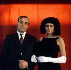 Yves Klein e Rotraut Uecker nel 1961 International Klein Blue, Modern Words, Modern Art, Contemporary Art, Monochrome, Yves Klein Blue, Tv Movie, Cut Out People, Comic