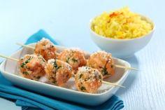 Recette de Boulettes de saumon au barbecue à la noix de coco, riz basmati au safran Food Inspiration, Potato Salad, Healthy Recipes, Healthy Foods, Shrimp, Chefs, Potatoes, Fish, Planks