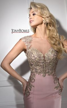 English Rose Prom Dress With Gold Accents. This Dress Is Mermaid Style Bottom With An Open Back Mais Elegant Dresses, Pretty Dresses, Bridesmaid Dresses, Prom Dresses, Formal Dresses, Beautiful Gowns, Occasion Dresses, Dress Patterns, Dream Dress