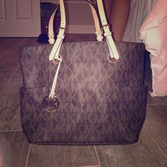 Michael Kors purse, like new Only worn once or twice paid $200 Michael Kors Bags Totes