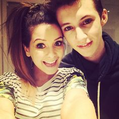Zoe Suggs and Troye Sivan I THOUGHT THAT TROYE HAD A EAR PIERCING BC OF THE LIGHTS