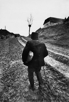 Old man heading home with bread Korniss Péter Web Design, Migrant Worker, Old Photography, Documentary Photographers, Folk Music, Budapest Hungary, Eastern Europe, Old Pictures, Bradley Mountain