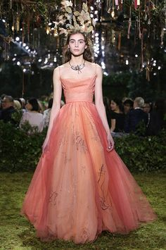 Souvenir d'Automne » Coral dégradé tulle cowl-neck ball gown embroidered with autumnal symbols. Hurricane of tulle leaves.