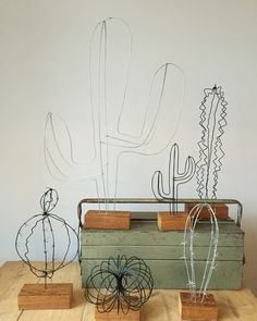 Meet this cactus family Wire Crafts, Fun Crafts, Diy And Crafts, Art Fil, Cactus Art, Do It Yourself Crafts, Wire Weaving, Wire Art, Painting For Kids