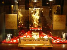 "Largest single gold nugget: The Golden Nugget displays the world's largest single gold nugget, the ""Hand of Faith"" which weighs 61 pounds, 11 ounces. First uncovered in Wedderburn, Victoria, Australia, the ""Hand of Faith"" now has a permanent home in Las Vegas. On display next to the massive gold nugget is another nugget that weighs 13 pounds."