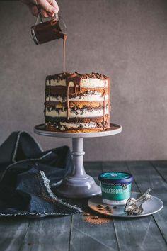 Tiramisu Crunch Cake + Lancewood Cake-Off Competition - Torten - Dessert Beaux Desserts, Just Desserts, Dessert Recipes, Italian Desserts, Food Cakes, Cupcake Cakes, Baking Cakes, Bolo Tiramisu, Tiramisu Cupcakes