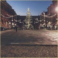 Eccolo qua il #Natale…  La #PicOfTheDay #turismoer di oggi ammira le luci natalizie che si accendono nella città di #Modena  Complimenti e grazie a @iena70  Here comes #Christmas Today's PicOFTheDay admires the #Xmas lights lights up in the city of Modena  Congrats and thanks to @iena70