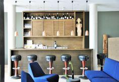 "bar with old bar stools from the legendary ""café keese"" Old Bar, Ocean Colors, Bar Stools, Restaurants, Lifestyle, Interior Design, Wood, Modern, Bar Stool Sports"