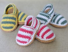 CROCHET PATTERN for cute little Stripy Espadrille Shoes for Baby. These are nice, simple shoes for boys or girls - have fun choosing some nice bright colors in soft cotton dk yarn. Or simply make them in one single color - the possibilities are endless an Baby Shoes Pattern, Shoe Pattern, Baby Patterns, Crochet Patterns, Crochet Stitches, Knitting Patterns, Crochet Baby Shoes, Crochet Baby Booties, Crochet Slippers