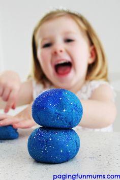'Frozen' Playdough - a beautiful no cook glittery playdough inspired by the movie Frozen!