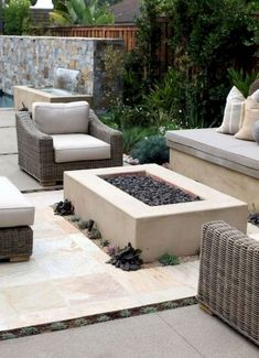 37 Easy and Cheap Fire Pit and Backyard Landscaping Ideas