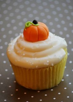 Cute little cupcake pumpkin for halloween or fall theme cupcakes.