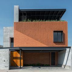 Image 25 of 25 gallery Astorga House / Sanchez Morones Architects. Design Exterior, Brick Design, Facade Design, Modern Exterior, Modern Brick House, Modern House Facades, Modern House Design, Brick Architecture, Residential Architecture