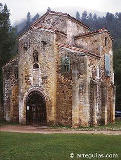 San Miguel de Lillo church in Oviedo - Asturias, Spain Architecture Romane, Romanesque Architecture, Church Architecture, Beautiful Architecture, Pre Romanesque, Architecture Religieuse, Roman Church, Asturias Spain, Cathedral Church