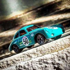 A disfrutar del #porsche356outlaw #50 #hotwheels #diecastcar #diecast #hotwheelscollector #hotwheelsdaily #hotwheelspics #hotwheelsrepost #hotwheelsspain #diecastcars #diecastpics #miniaturas #cochecito #cartoys #hwc #ajrhw #wheels #diecastphoto #diecastphotography #twitter #1_64 #164 #hotwheelsphotography #die_cast_loversb
