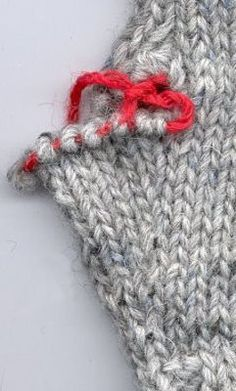 Mittens, Knitting, Diy, Marimekko, Socks, Fingerless Mitts, Tricot, Bricolage, Breien