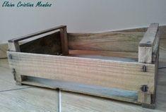 Vi em alguns blogs e sites transformações de caixas e/ou caixotes de madeira em utensílios domésticos ou móveis.     Assim que consegui um ...