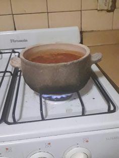 Salsa  caseraen la olla de arcilla refractaria.  https://www.facebook.com/amayceramica/