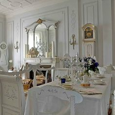 decorating dining rooms w antiques | There's no shortage of elegance in this formal dining room, with the ...