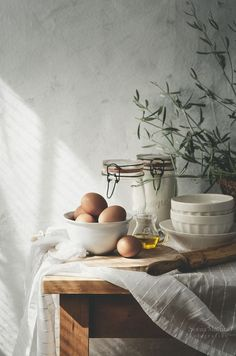 A punto de hacer un cake. Food Styling, Food Photography Styling, Icon Photography, Beauty Dish, Un Cake, Slow Living, Still Life Photography, Wooden Tables, Food Art