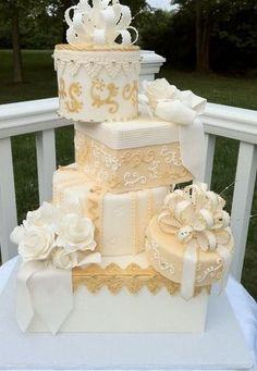 Tartas de boda - Wedding Cake - Ivory and Gold Cake Stacked Like Wrapped Packages With Bows and Flowers Wedding Cake Designs, Wedding Cupcakes, Cake Wedding, Gorgeous Cakes, Pretty Cakes, Gift Box Cakes, Cake Boxes, Gift Boxes, Bolo Minnie