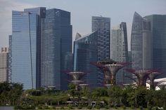 Singapore Overtakes Tokyo as World's Costliest City, EIU Says