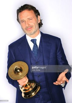 Andrew Lincoln poses with his award for Best Actor on Television in 'The Walking Deadr' at Annual Saturn Awards held at The Castaway on June 2015 in Burbank, California. Chandler Riggs, Andy Lincoln, The Castaway, Walking Dead Tv Show, Harry Potter Wizard, Supernatural Funny, Stuff And Thangs, Rick Grimes, British Actors