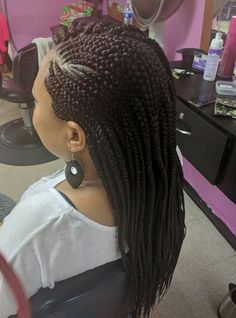Have you been bored with your old hairstyle? Then try an amazing box braid hairstyle in Maryland. Our amazing hairstylists give you the best directions for some of the hottest box braid styles to give your face a new look. Old Hairstyles, Box Braids Hairstyles, Hair Braiding Salon, Best Hair Salon, Twisted Updo, Box Braids Styling, Salon Services, Hairstylists, Goddess Braids