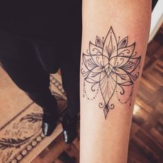 Love Tattoo Ideas For Someone Special Mini Tattoos, Trendy Tattoos, Love Tattoos, Beautiful Tattoos, Body Art Tattoos, Small Tattoos, Feather Tattoo Design, Flower Tattoo Designs, Lotus Tattoo