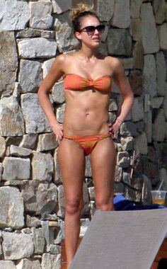 Jessica gets fit by drinking LOTS of water, sticking to a protein diet & doing cardio everyday.