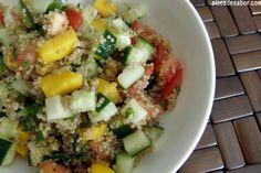 Esta rica ensalada de quinoa es súper nutritiva. Una comida vegetariana completa que te deja satisfecho. Perfecta para este lunes sin carne. Si no han probado la quínoa se las recomiendo mucho, es ...
