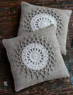 Lavender sachets -- crochet motif -- set of 2 Set bolsitas lavandacrochet por namolio en Etsy Crochet Cushions, Crochet Pillow, Sewing Pillows, Diy Pillows, Throw Pillows, Lavender Bags, Lavender Sachets, Crochet Motifs, Crochet Patterns