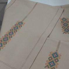 No photo description. - Home Decor Bargello, Lace Fabric, Elsa, Cross Stitch, Pattern, Templates, Sewing Stitches, Hardanger, Punto De Cruz